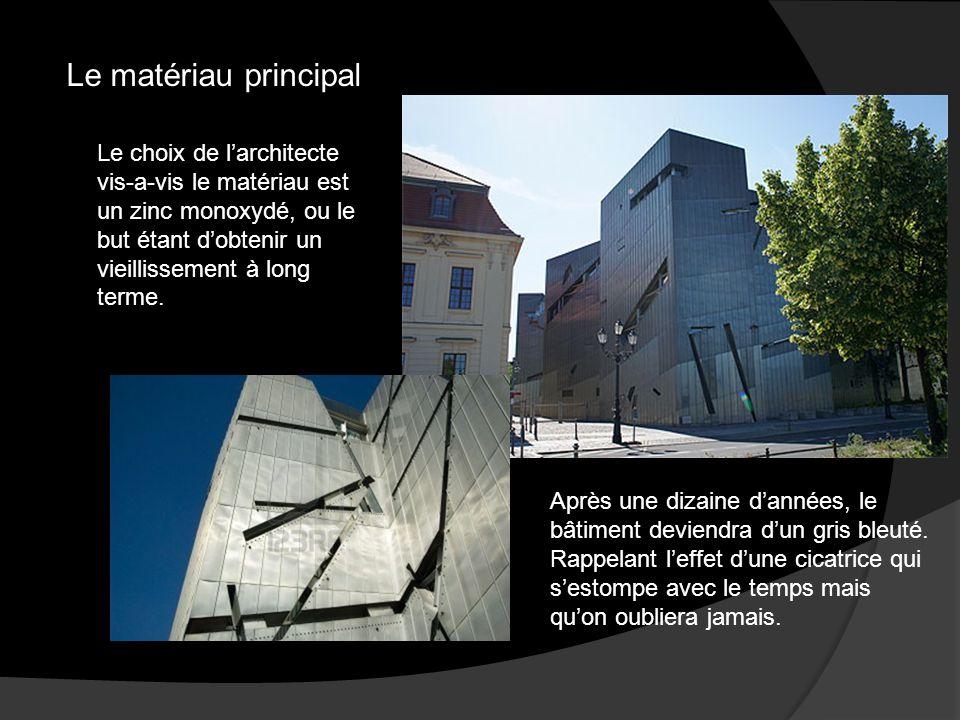 Le matériau principal Le choix de l'architecte vis-a-vis le matériau est un zinc monoxydé, ou le but étant d'obtenir un vieillissement à long terme.
