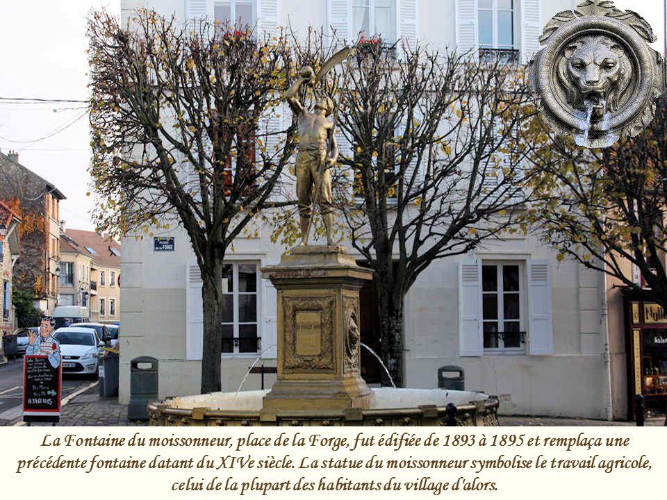 Cette chapelle fut fondée en 1333. Elle s'appelait alors « Chapelle Saint-Jean des Forges ». Plus tard, elle fut dédiée à Sainte Geneviève, puisqu'ell