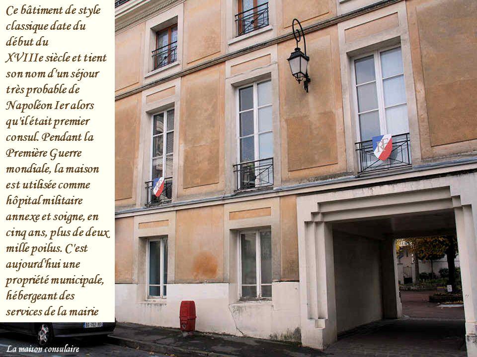 Au XIVème siècle, la commune de Saint-Leu possède déjà un château. Au XVIIème siècle, ce sont deux châteaux qui sont recensés sur ce même territoire.