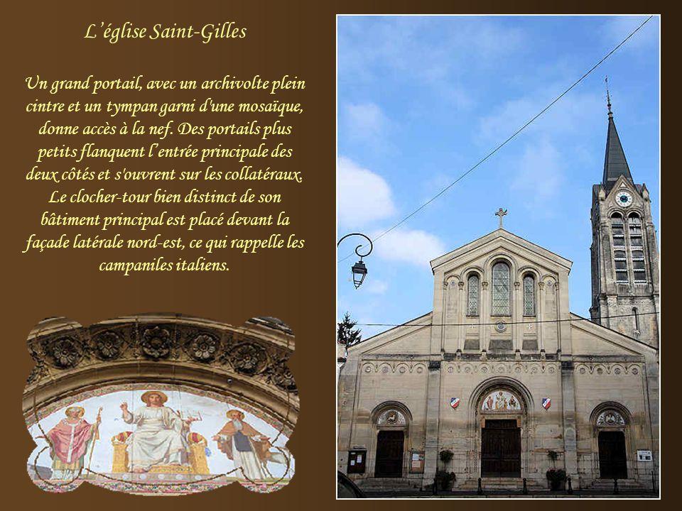 La première église de Saint-Leu était située sur la colline. En 1690, une nouvelle église fut construite en plein cœur du village d'aujourd'hui. Elle