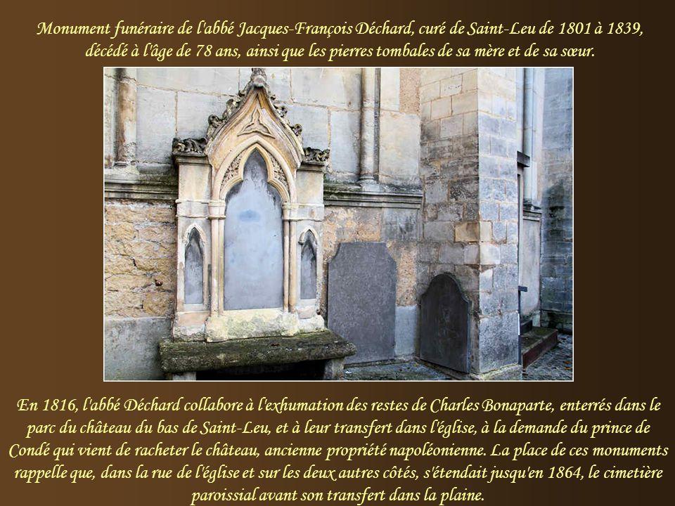 L'église Saint-Gilles Un grand portail, avec un archivolte plein cintre et un tympan garni d'une mosaïque, donne accès à la nef. Des portails plus pet