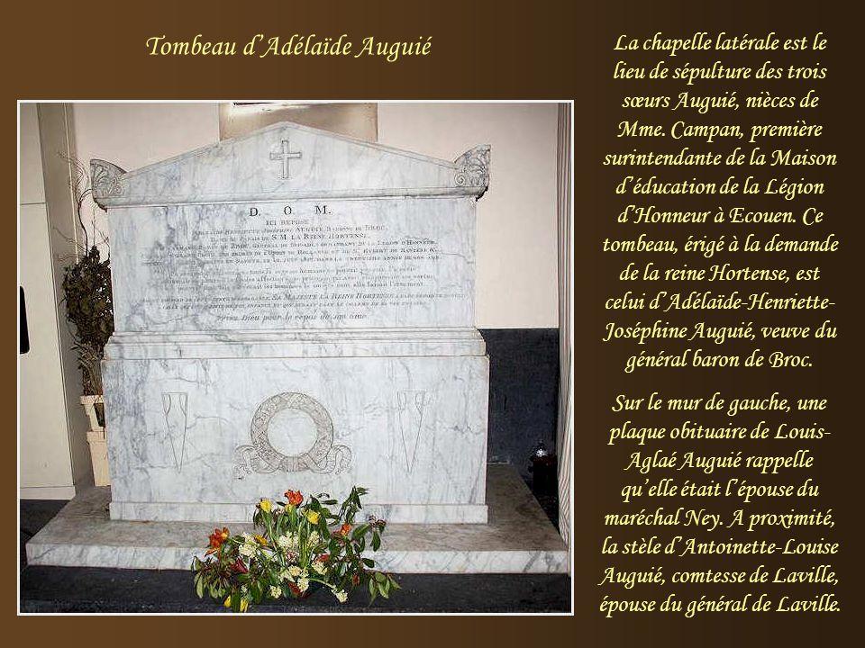 Ce monument en marbre à la gloire de Louis Bonaparte, roi de Hollande, est l'œuvre de Louis Petitot. Ses armoiries figurent sur le socle. La statue do