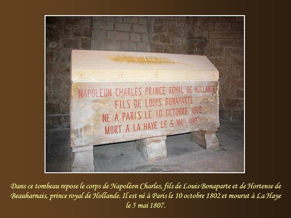 Ici repose, Louis Napoléon Bonaparte, frère de l'Empereur et roi de Hollande, de 1806 à 1810. Il est né à Ajaccio le 2 septembre 1779 et mourut à Livo