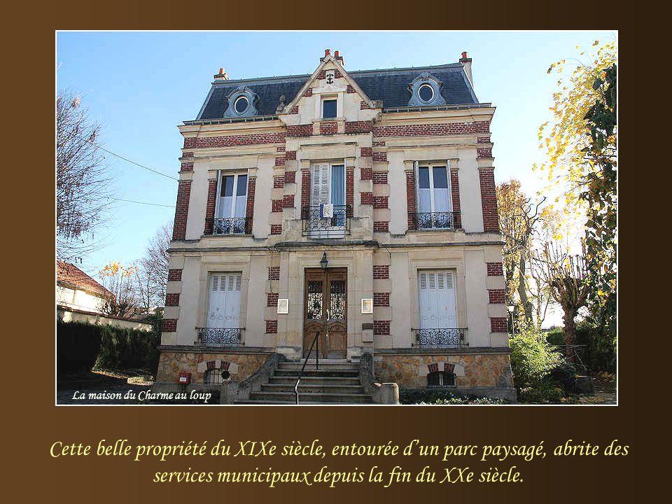 L'arrivée du chemin de fer, en 1876, modifia la vie du village et accéléra son intégration progressive à l'agglomération parisienne. Le bâtiment-voyag