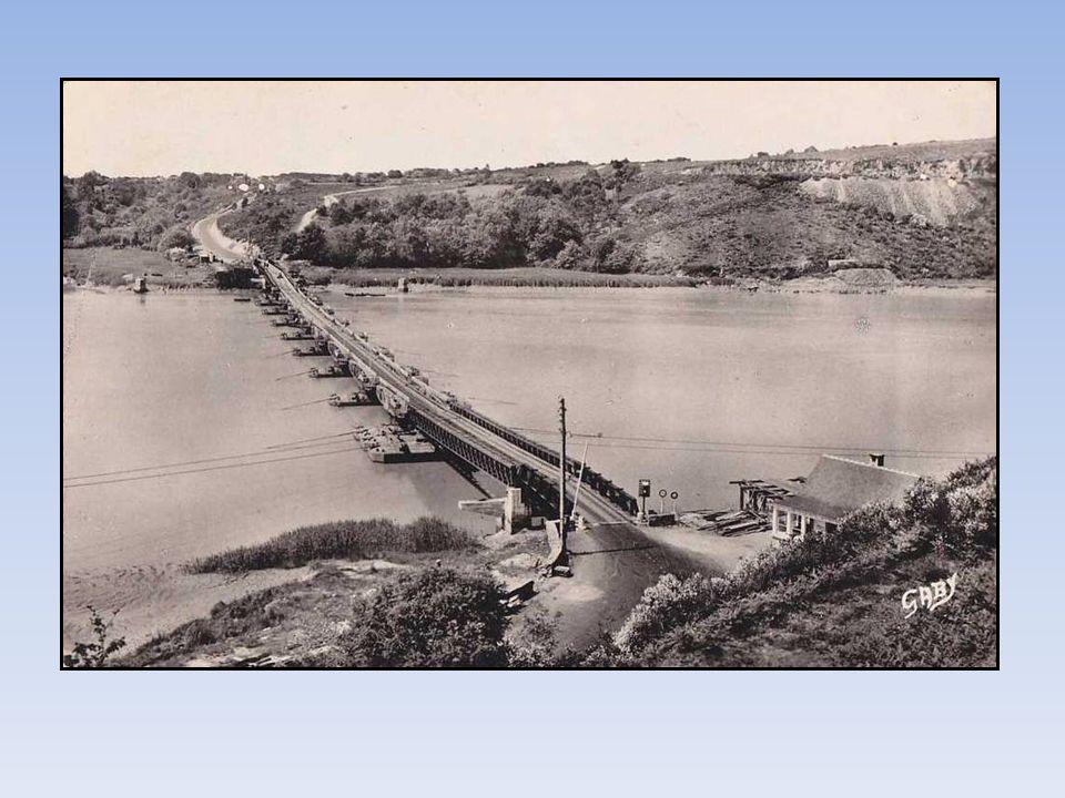 « La Passerelle » ou pont flottant, sera mise en service en juillet 1948, à partie d éléments du port artificiel d Arromanches.