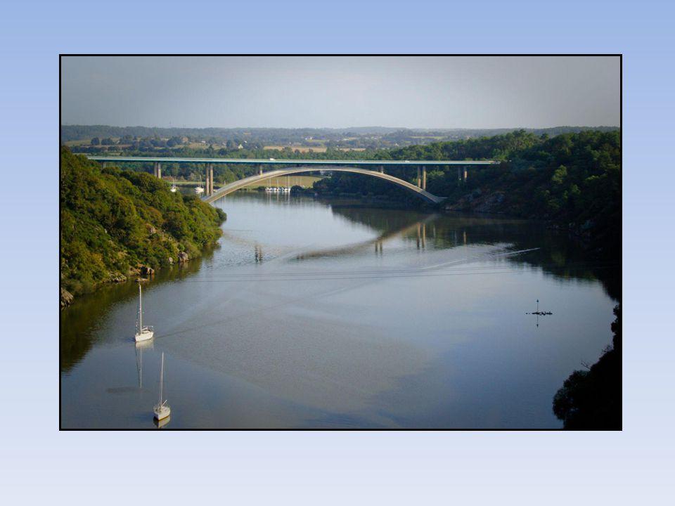 Le Cinquième pont le Pont du Morbihan est ouvert en 1996.