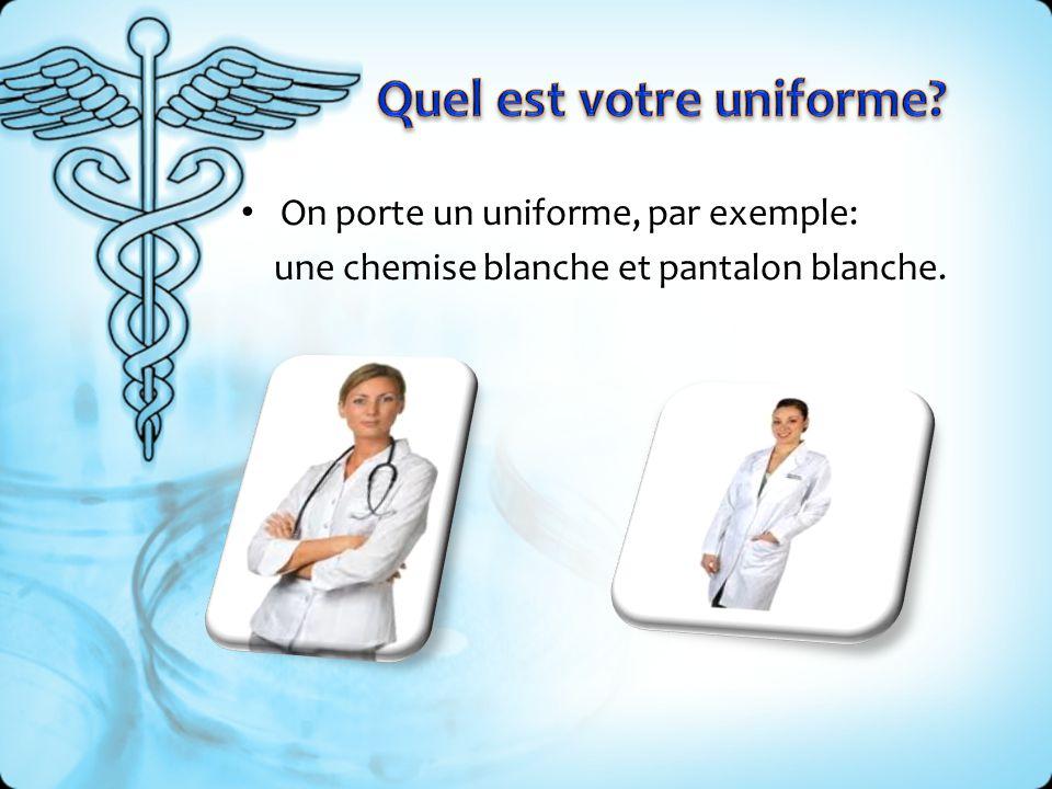On porte un uniforme, par exemple: une chemise blanche et pantalon blanche.