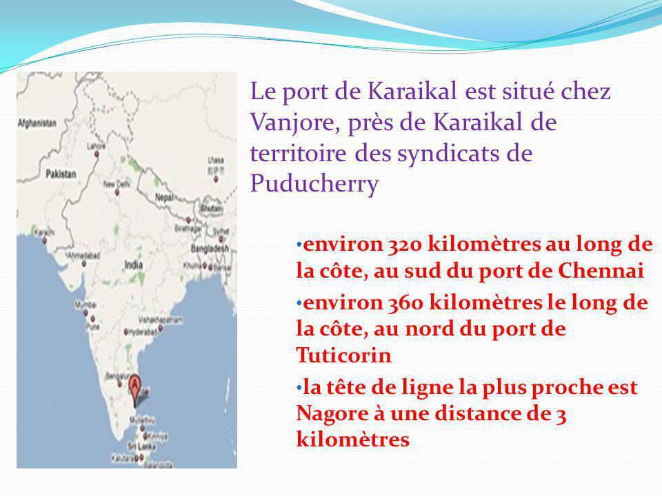 Le port de Karaikal est situé chez Vanjore, près de Karaikal de territoire des syndicats de Puducherry environ 320 kilomètres au long de la côte, au sud du port de Chennai environ 360 kilomètres le long de la côte, au nord du port de Tuticorin la tête de ligne la plus proche est Nagore à une distance de 3 kilomètres