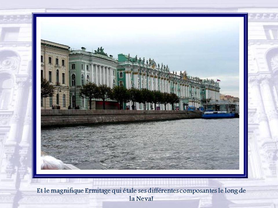 Nous redécouvrons l'île Vassilievski et, à sa pointe, l'ancienne bourse maintenant musée central de la Marine de guerre.