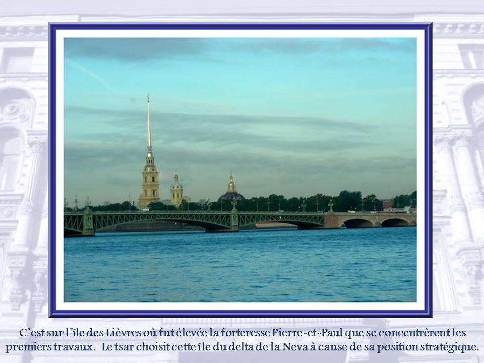 L'ancienne capitale de la Russie fut fondée par le tsar Pierre Ier le 27 mai 1703. Allant à l'encontre de la vieille Russie, il implanta cette ville s