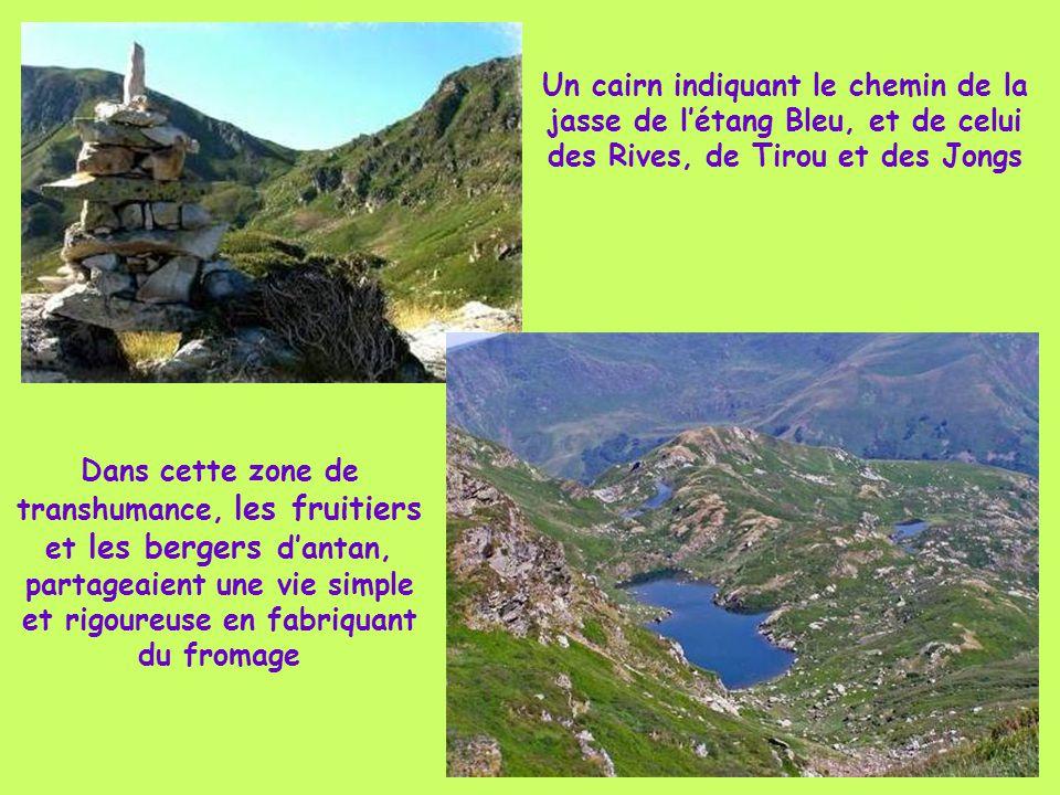 Depuis Gourbit les sentiers d'excursions permettent de partir à la pêche dans les ruisseaux et étangs de montagne Ici un « Orri », abri de berger en p