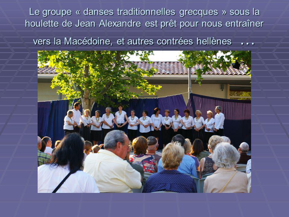 Le groupe « danses traditionnelles grecques » sous la houlette de Jean Alexandre est prêt pour nous entraîner vers la Macédoine, et autres contrées hellènes …