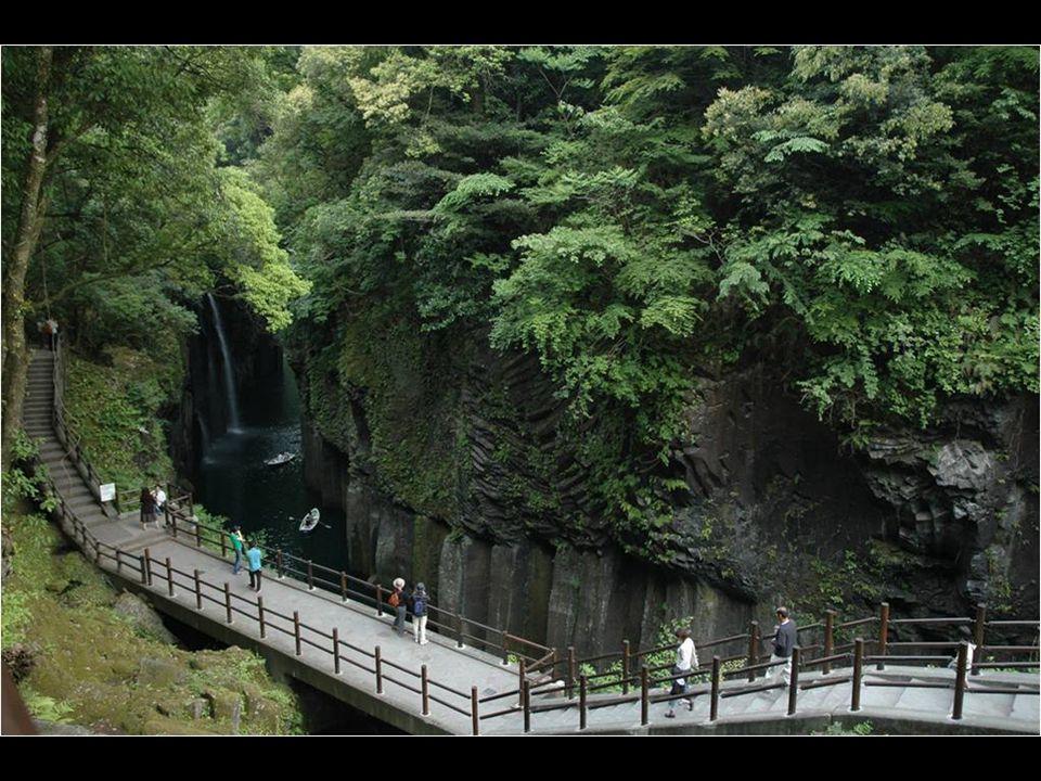 La beauté de la gorge est l une des raisons principales pour laquelle Takachiho reçoit des visiteurs à tout moment de l année.
