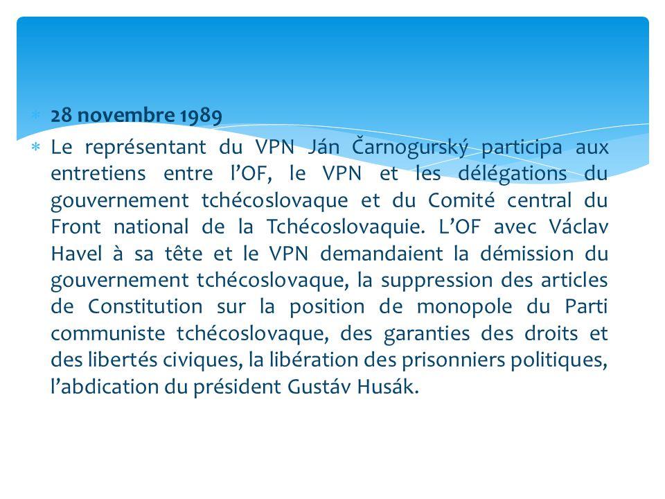  28 novembre 1989  Le représentant du VPN Ján Čarnogurský participa aux entretiens entre l'OF, le VPN et les délégations du gouvernement tchécoslova