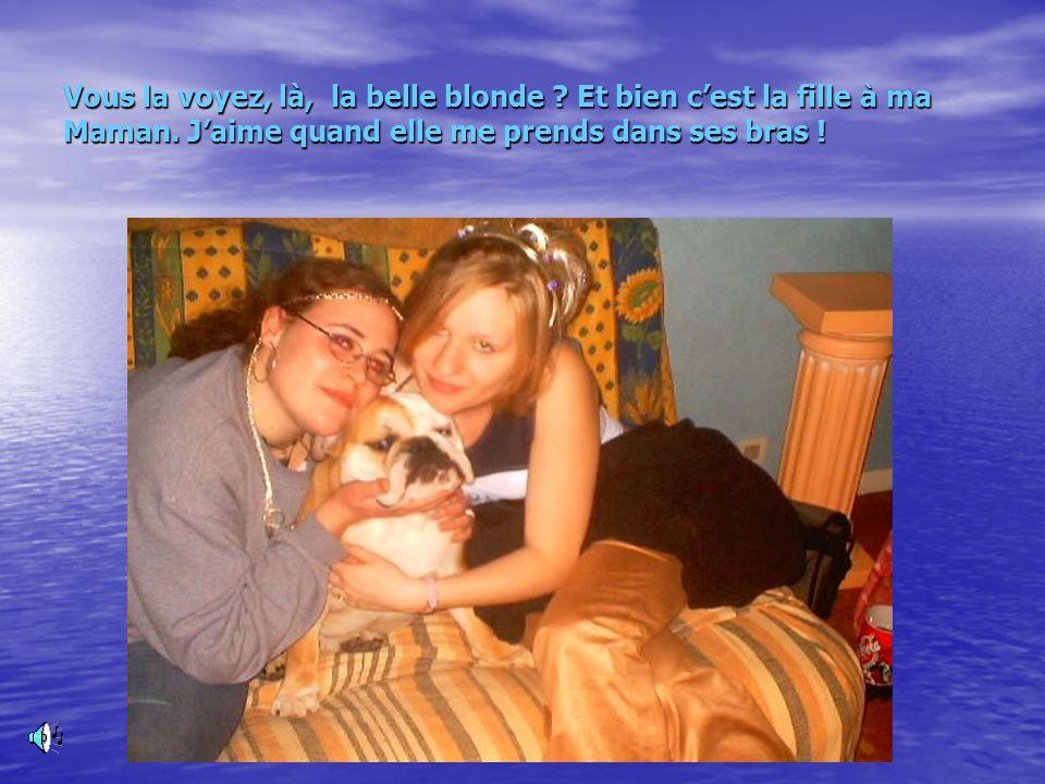 Ma Famille Pas de panique on est pas nombreux La Reine Mère (Maman) LOL, Laëtitia (ma grande sœur), Loreleï (ma p'tite sœur) et ma promise.