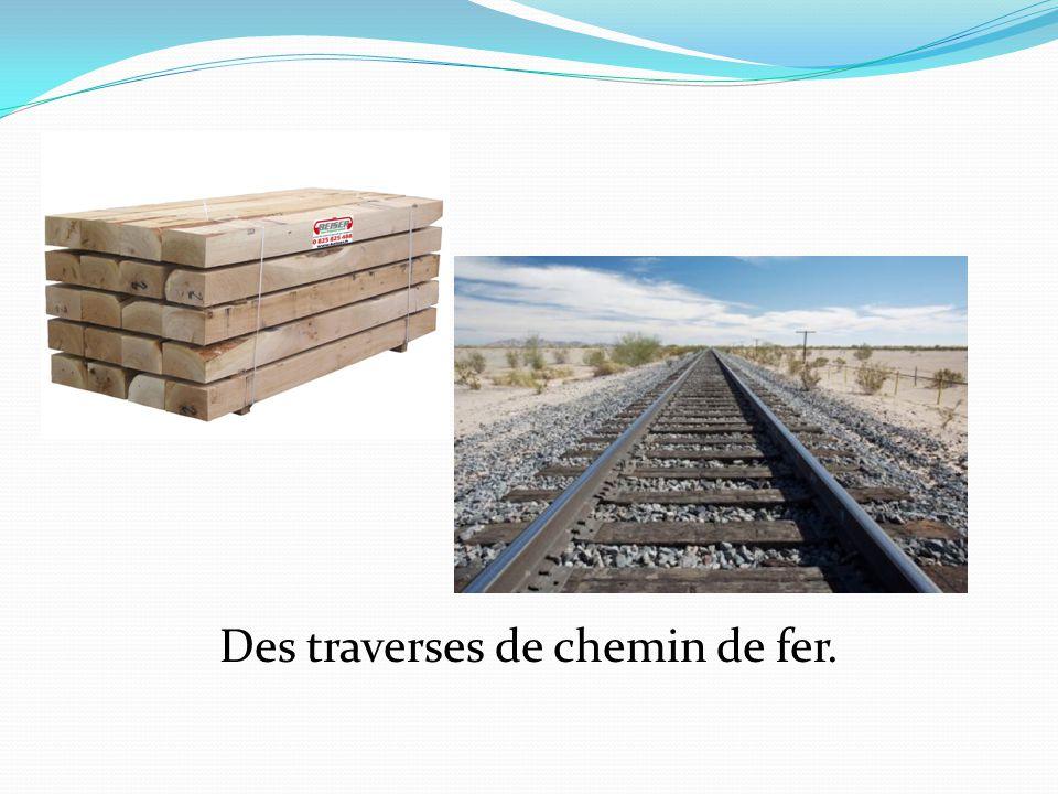 Des traverses de chemin de fer.