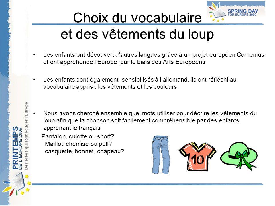 Choix du vocabulaire et des vêtements du loup Les enfants ont découvert d'autres langues grâce à un projet européen Comenius et ont appréhendé l'Europ