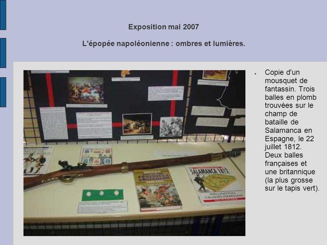 Exposition mai 2007 L'épopée napoléonienne : ombres et lumières. ● Copie d'un mousquet de fantassin. Trois balles en plomb trouvées sur le champ de ba