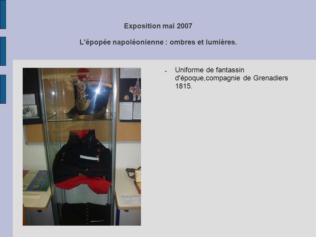 Exposition mai 2007 L'épopée napoléonienne : ombres et lumières. ● Uniforme de fantassin d'époque,compagnie de Grenadiers 1815.