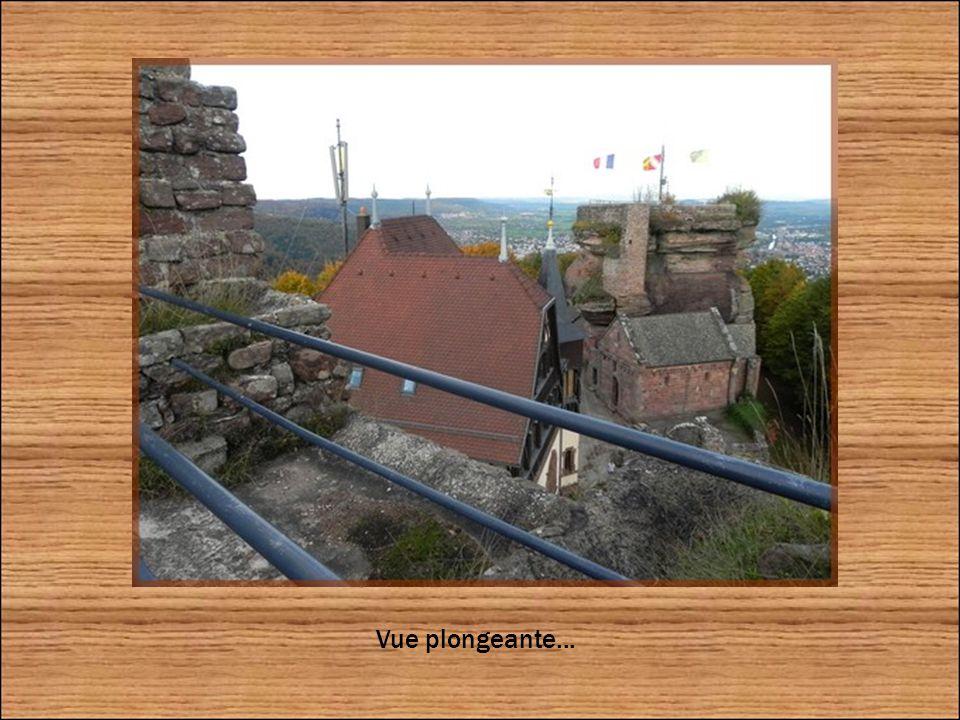 Une passerelle appelée le pont du diable permet d accéder au Markfels, le troisième rocher situé au sud de l édifice.