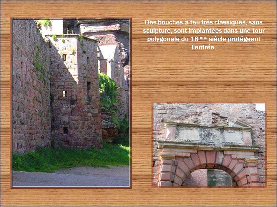 On accède de nos jours au Haut-Barr par une porte d'entrée Renaissance construite en 1583 par l'évêque Jean de Manderscheidt-Blankenheim.
