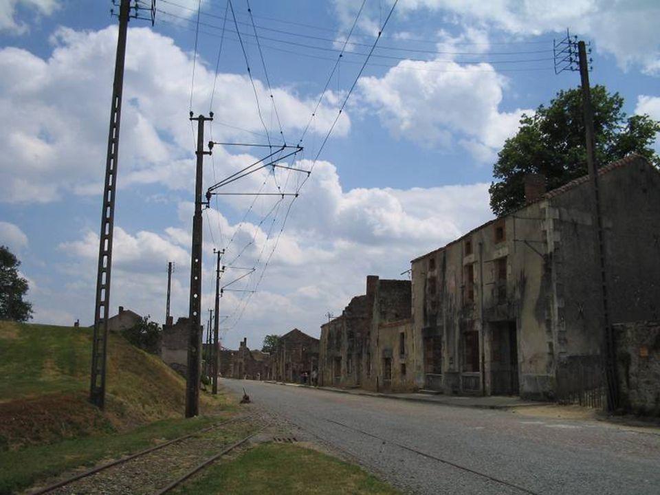Autres massacres Les SS inspectent de nouveau les maisons du bourg ; ils y tuent tous les habitants qui avaient pu échapper à leurs premières recherch