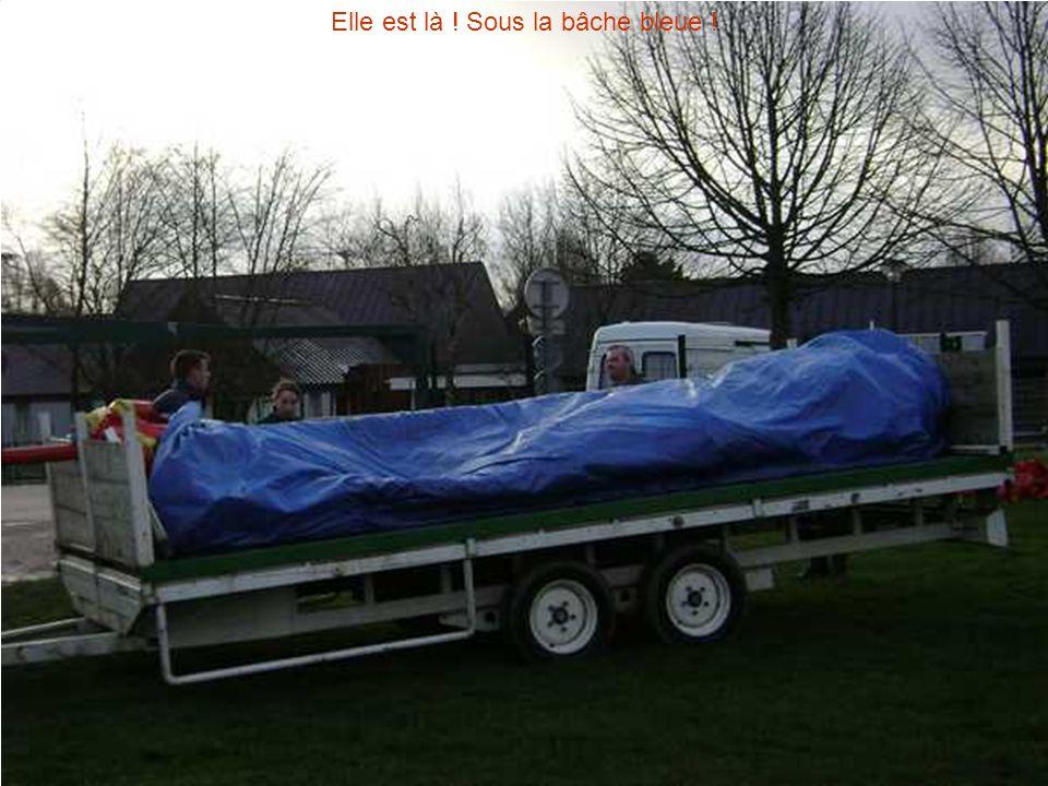 Elle est là ! Sous la bâche bleue !