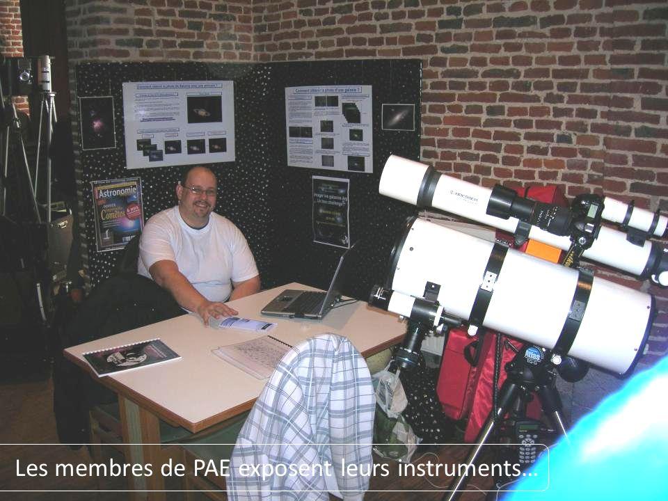 Les membres de PAE exposent leurs instruments…