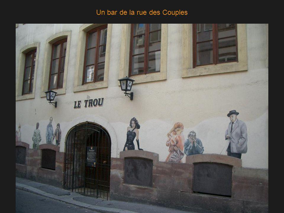 Un bar de la rue des Couples