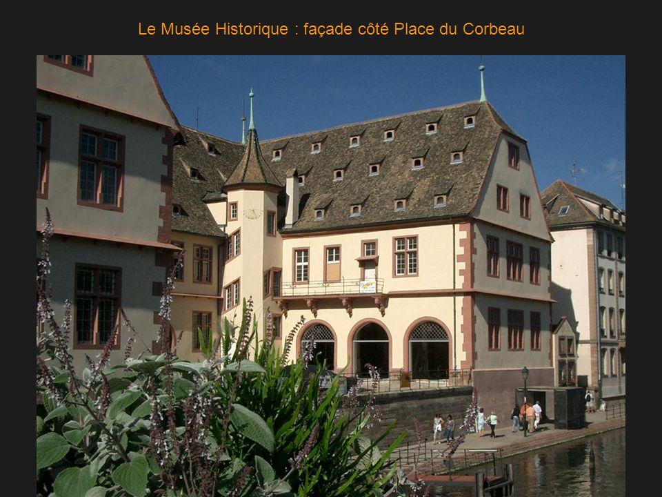 Le Musée Historique : façade côté Place du Corbeau