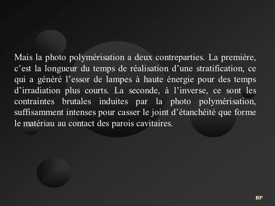 Mais la photo polymérisation a deux contreparties. La première, c'est la longueur du temps de réalisation d'une stratification, ce qui a généré l'esso