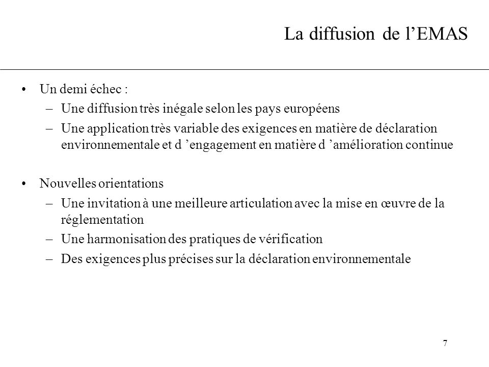 8 Le Règlement EMAS (761/2001) Analyse environnementale Système de management environnemental (annexe I.A) : Une convergence maximale avec la norme ISO 14001 Audit interne (annexe II) Déclaration environnementale (annexe III) Exigences complémentaires : dialogue ouvert avec l 'extérieur, participation du personnel (annexe I.B) Possibilité d 'un contrôle par « sondage » d 'un bon respect de la réglementation par le vérificateur (annexe V) Aspects significatifs indirects, qui échappent à la maîtrise de l 'organisation mais sur lesquels elle peut avoir une influence par ses décisions (annexe VI) Vérification par un vérificateur agréé (une personne ou un organisme, agréés par le COFRAC) et enregistrement par l 'organisme compétent (après vérification auprès des autorités administratives) Voir aussi les recommandations de la commission (C(2001) 2503)