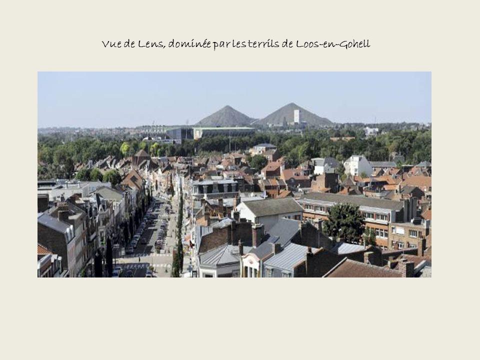 Vue de Lens, dominée par les terrils de Loos-en-Gohell