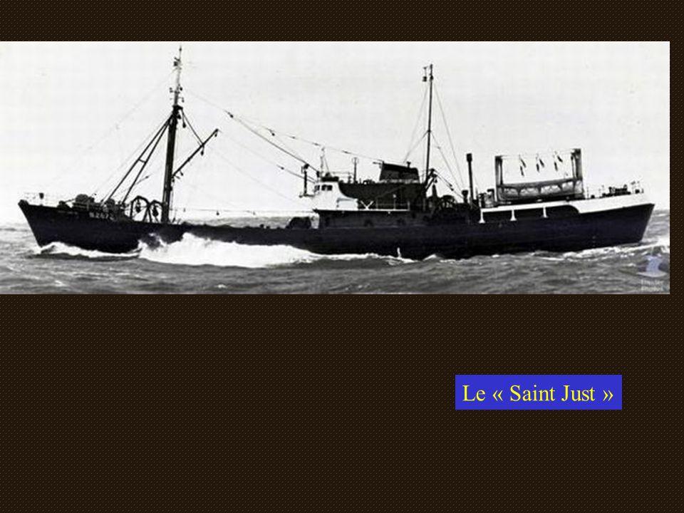 Pendant la route pour se rendre sur les lieux de pêche, l'équipage prépare le matériel. Les fils d'acier n 'étaient pas embarqués tout plombés, il fal