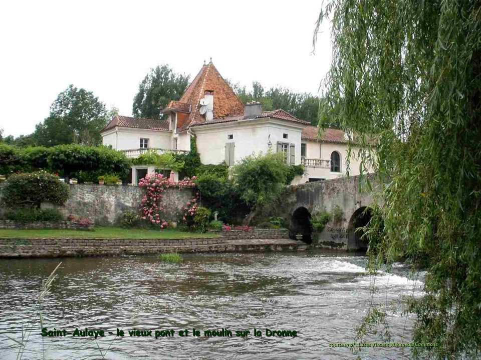 Saint-Aulaye – le vieux pont et le moulin sur la Dronne courtesy of : Lucas Vincent Wikimedia Commons