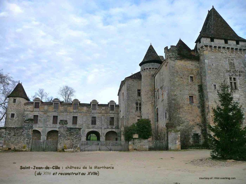 Saint-Jean-de-Côle : Saint-Jean-de-Côle : château de la Marthonie du et reconstruit au XVIIe ( du XIIe et reconstruit au XVIIe ) courtesy of : Vikki overblog.com
