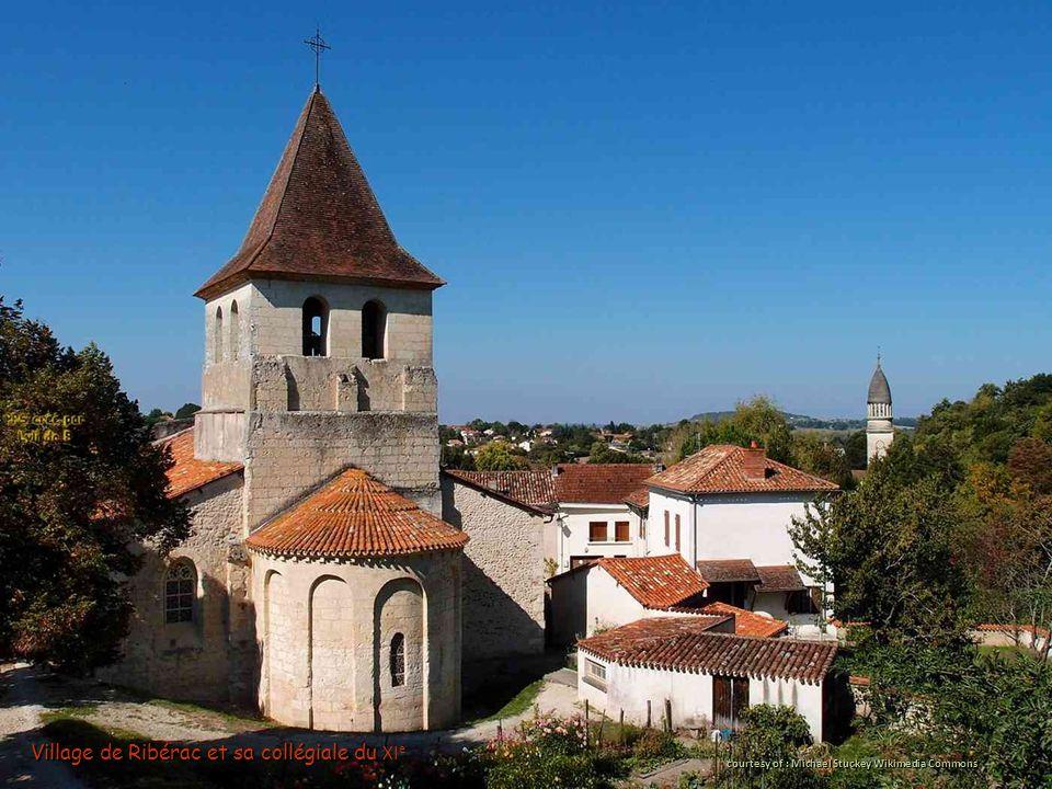 Village de Ribérac et sa collégiale du Village de Ribérac et sa collégiale du XI e courtesy of : Michael Stuckey Wikimedia Commons