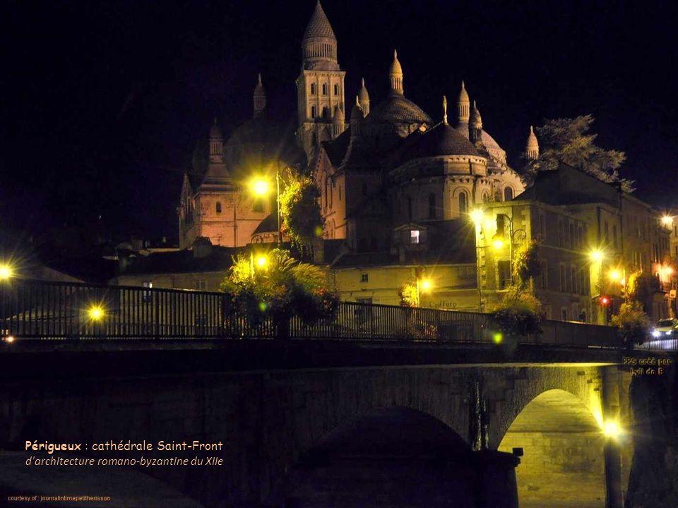Périgueux : cathédrale Saint-Front d architecture romano-byzantine du XIIe