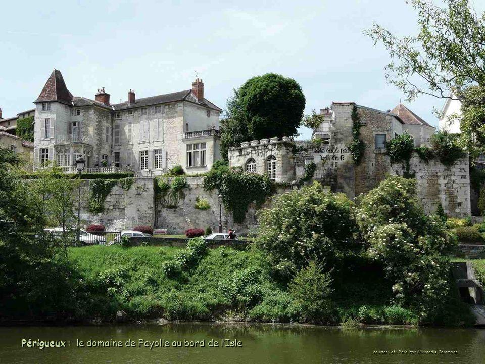 Périgueux : le domaine de Fayolle au bord de l'Isle courtesy of : Père Igor Wikimedia Commons