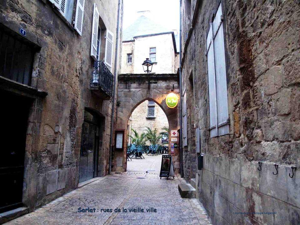 Sarlat : rues de la vieille ville courtesy of : Philippe Salgarolo