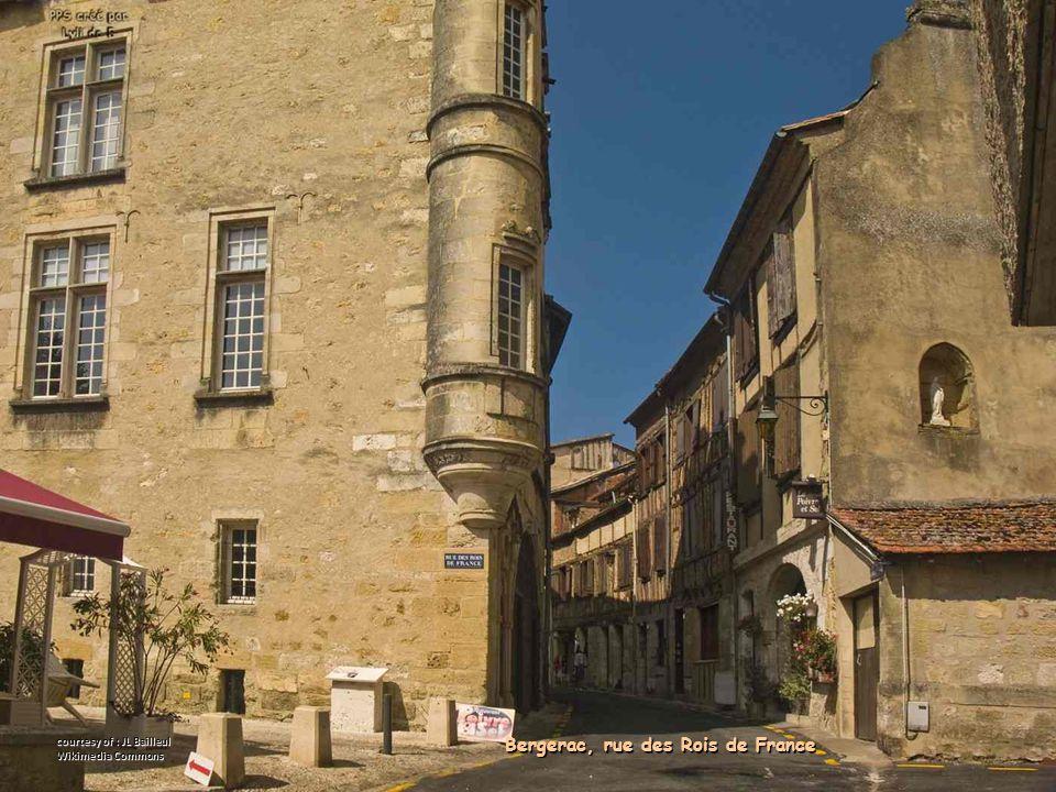 Bergerac, rue des Rois de France courtesy of : JL Bailleul Wikimedia Commons