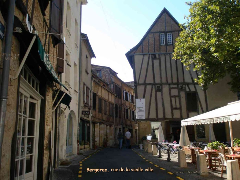 courtesy of : Jennie-Richardson.com Bergerac, rue de la vieille ville