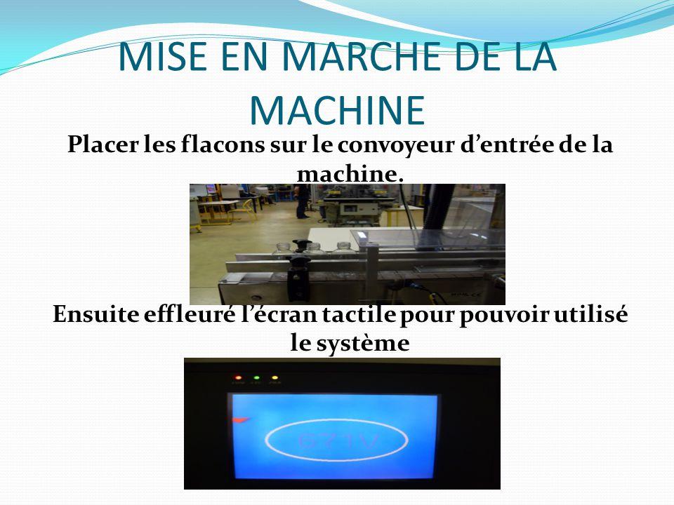 MISE EN MARCHE DE LA MACHINE Placer les flacons sur le convoyeur d'entrée de la machine.