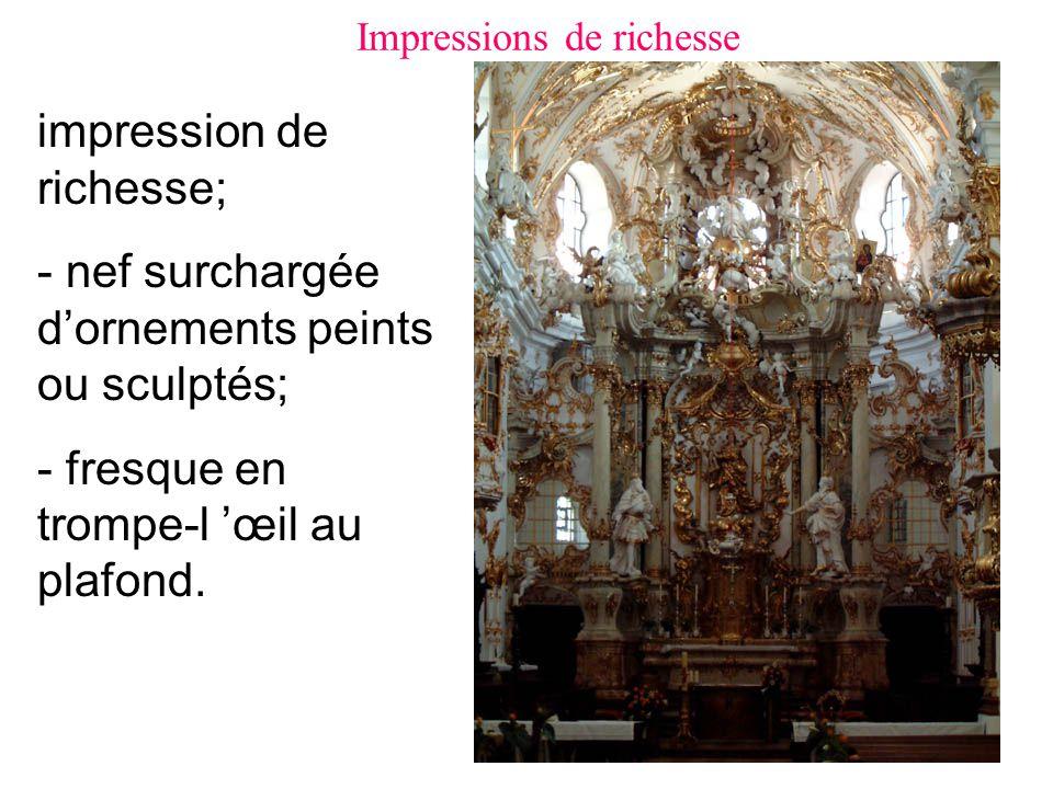 impression de richesse; - nef surchargée d'ornements peints ou sculptés; - fresque en trompe-l 'œil au plafond.