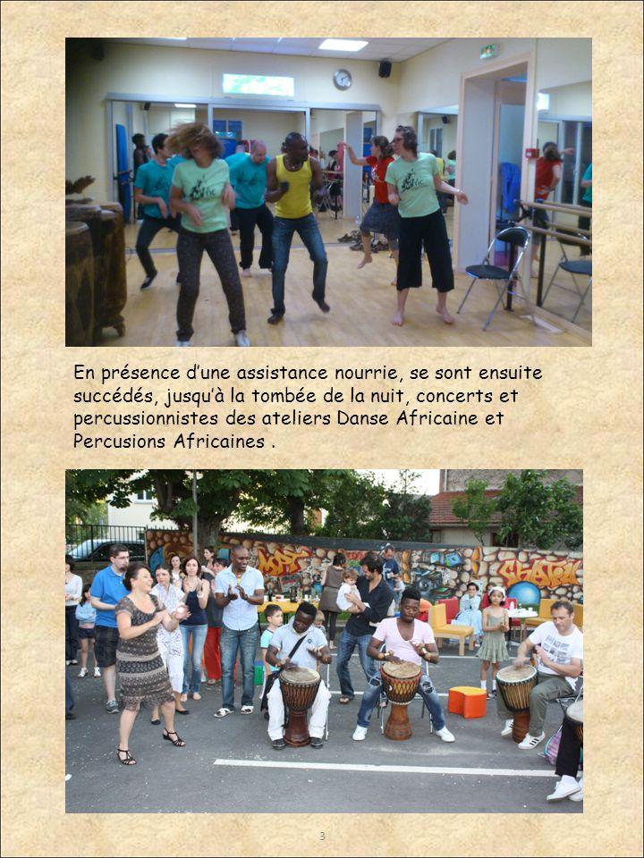 3 En présence d'une assistance nourrie, se sont ensuite succédés, jusqu'à la tombée de la nuit, concerts et percussionnistes des ateliers Danse Africaine et Percusions Africaines.