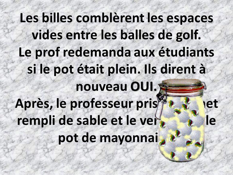 OUI Les billes comblèrent les espaces vides entre les balles de golf.