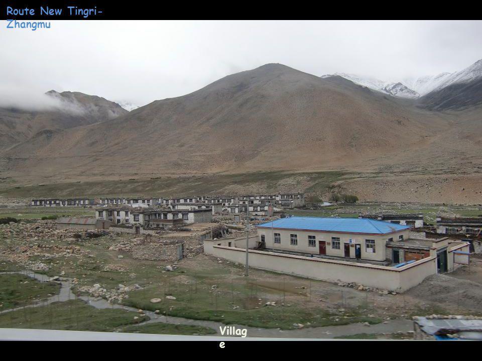 Villag e Route New Tingri- Zhangmu