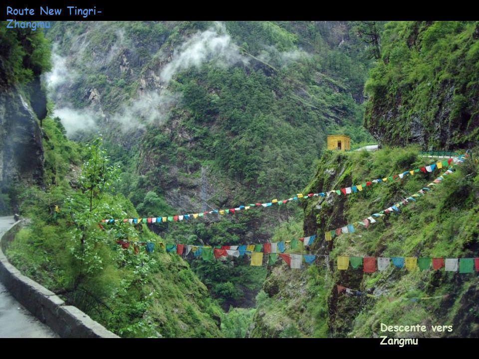 Descente vers Zangmu Route New Tingri- Zhangmu