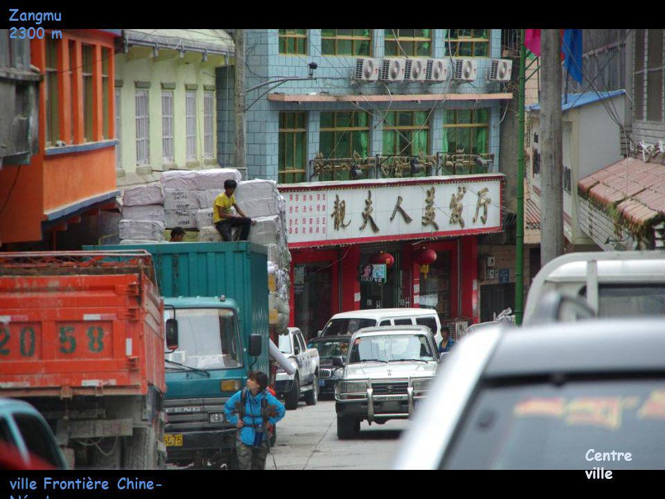 Zangmu 2300 m ville Frontière Chine- Népal