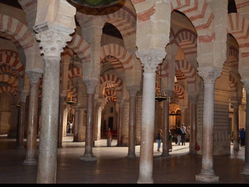 • Un médecin espagnol converti à l'Islam,Mansur Abdussalam Escudero demande depuis dix ans au pape la transformation de la cathédrale en « temple œcum